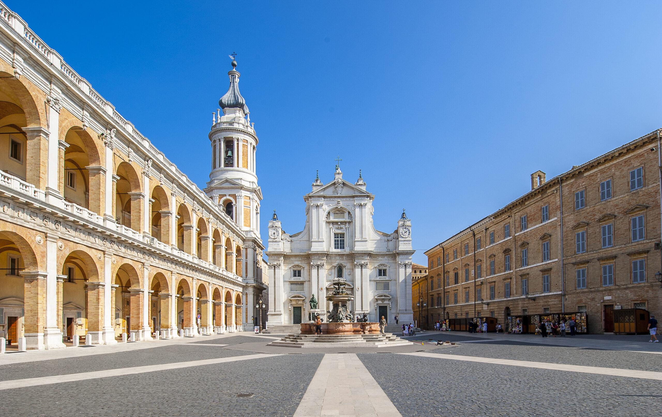 Loreto: Piazza della Madonna (2016).   Foto di Roberto Dell'Orso. Fondazione Mastrocola.