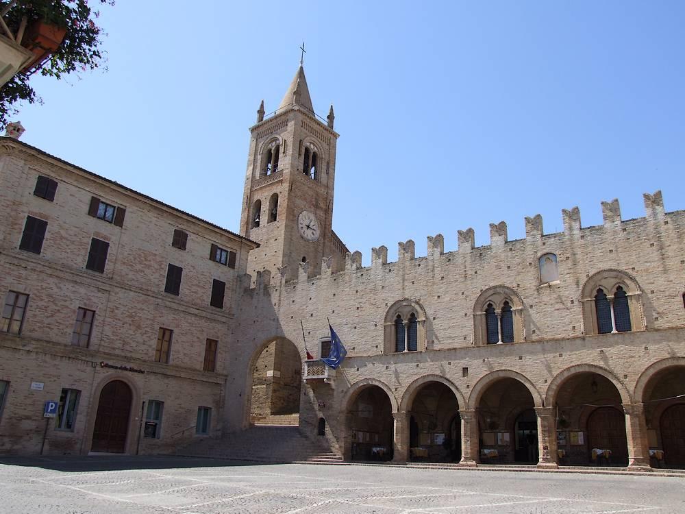 palazzo-dei-Priori-Montecassiano 2